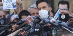Pasados dos días de internación de Diego Maradona, Leopoldo Luque se volvió a presentar ante la prensa en la Clínica Olivos.