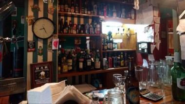 El restaurante de comida alemana Gonnen, también evalúa cerrar las puertas del local en Trelew.