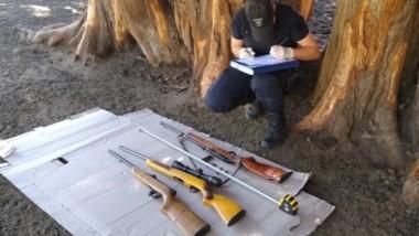 Las armas usadas como herramientas en el campo, fueron encontradas por la efectividad policial.