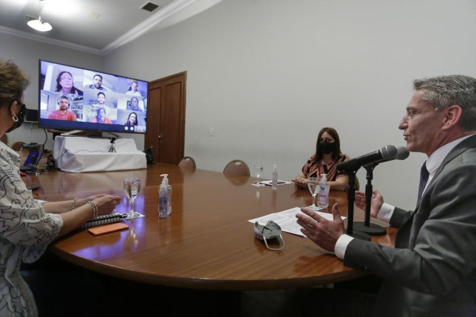 Arcioni firmó convenios de cooperación educativa con la Fundación YPF