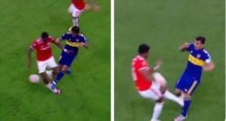 Misma jugada, mismo partido, resultado: roja para el de Boca, nada para el de Inter.