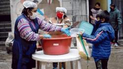 El 64,1% de los menores de 17 años habita hogares hundidos en la pobreza y unos 2 millones padecieron hambre en algún momento este año.
