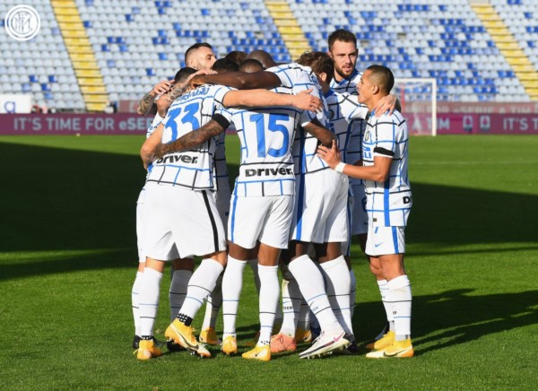 Con Lautaro y un gol de Lukaku a lo Pity Martínez, Inter resurgió en Cagliari tras el naufragio en la Champions League.
