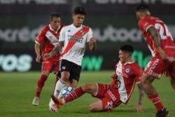 River lo ganaba con gol de Àlvarez de penal pero lo igualó Coronel en el complemento.