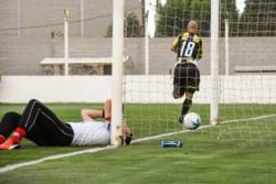 Michelena entró en el complemento, hizo los 2 goles y se fue lesionado.
