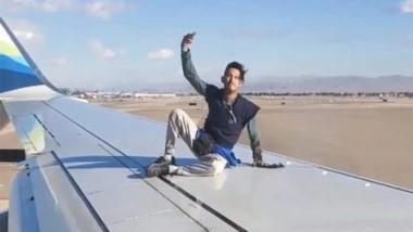 Un hombre sorprendió a decenas de pasajeros de un vuelo que partía desde Las Vegas, al subirse al ala de un avión.