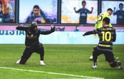 Gran festejo del argentino Martínez y el belga Lukaku, autor del gol de Inter.