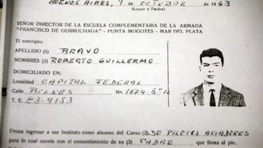 Ficha. La única imagen disponible de Roberto Guillermo Bravo, que tiene una vida de millonario en EE.UU.