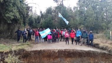 Son 33 familias las resisten la ocupación en el Mirador del Azul.
