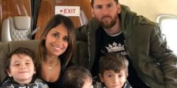 Messi aterrizó en Argentina con Antonela Roccuzzo y sus hijos.