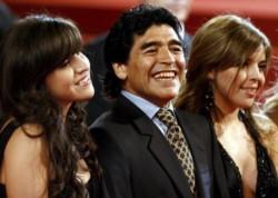 Maradona: sus hijas lo recordaron a un mes de su muerte.