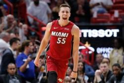 Llegó el primer triunfo para el Heat, pero Butler salió por lesión.
