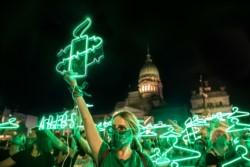 Argentina se convirtió en el primer gran país de Latinoamérica en reconocer el derecho al #aborto libre tras Uruguay, Cuba, Guayana y Ciudad de México.