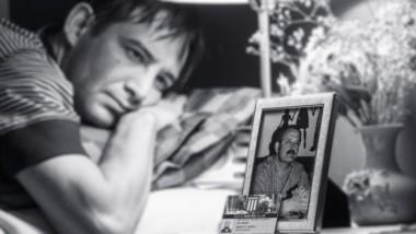 Recuerdo. Lucas Britapaja, uno de los hijos de Ricardo, y una postal de un sentimiento profundo que dejó la partida del dirigente, referente de la vida política chubutense.