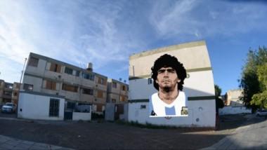 La imagen de Diego Maradona se pintará sobre un muro del edificio 6 del barrio 2 de Abril de Rawson.
