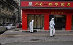 Captan a hombre muerto en calles de Wuhan, la