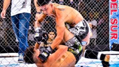 Escena de uno de lo combates, ante la atenta mirada del arbitro Sebastantían Canencia. Fueron 9 peleas .