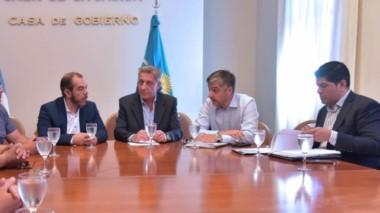 En Sala de Situación el gobernador Arcioni encabezó el encuentro con los dirigentes de la UOCRa para analizar la continuidad de las obras.