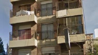 La Policía confirmó lo sucedido en un edificio céntrico de la ciudad.