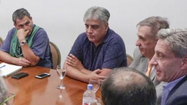 Presencias. El gobernador Arcioni volvió a encabezar la reunión con el sector de Salud en pleno conflicto.