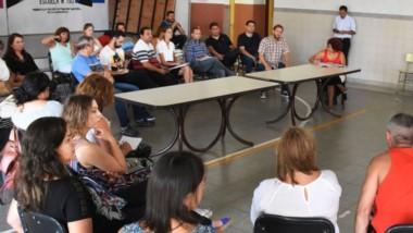 El inicio de las clases en la mira. Directores, supervisores e integrantes del gremio docente de la ATECh analizaron la realidad de cada uno de los establecimientos educativos.