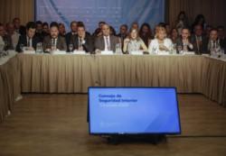 Losardo (la segunda a la izquierda del gobernador Manzur) participó este jueves de la Reunión del Consejo Federal de Seguridad.