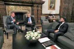 Arcioni, Alberto y Julián Leunda, el comodorense que es vicejefe de asesores del Presidente.