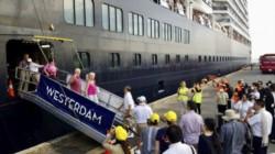 Pasajeros de crucero desembarcan en Camboya tras sospecha de Covid-19.