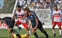 Urquijo hizo un gol en la primera que tocó peinando un centro al área.