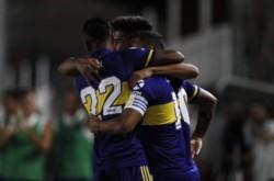 Tevez en su mejor actuación de los últimos tiempos, dos goles en Santiago.