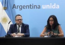 El ministro de Desarrollo Productivo, Matías Kulfas, junto a la Secretaria de Comercio, Paula Español, anunció la extensión del programa de Precios Cuidados a bocas de expendio mayoristas y distribuid