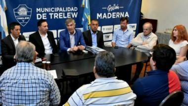 El encuentro con empresarios presidido por el intendente Adrián Maderna y  Schvemmer, de Producción.