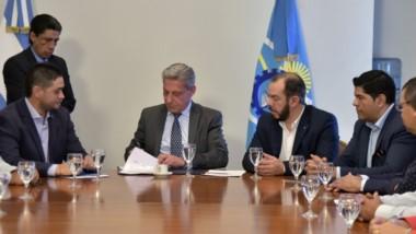 Trato hecho. El gobernador Mariano Arcioni firmó un convenio con el Sindicato de Empleados de Comercio para dar capacitaciones laborales.