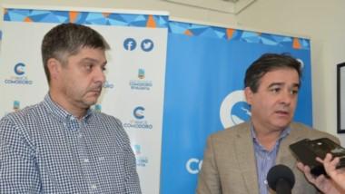 Los ministros de Infraestructura y Educación durante la recorrida por escuelas de Comodoro Rivadavia.
