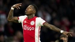 Ajax le ganó el clásico a PSV en Holanda gracias a un gol de Quincy Promes.