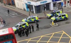 """Abaten a hombre que apuñaló a varias personas en """"incidente terrorista"""" en Londres."""