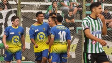 El capitalino Flavio Chacano, exfutbolista de Germinal,  convirtió el penal del empate de Belgrano.  Hubo una celebración efusiva con sus compañeros.
