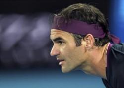 Federer anunció que ayer fue sometido a una artroscopía en la rodilla derecha para corregir unas molestias.