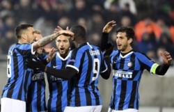Con goles de Christian Eriksen y Romelu Lukaku (penal), Inter puso un pie y medio en la próxima fase.