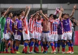 Unión festeja la clasificación por primera vez en su historia a una segunda fase de Copa Sudamericana, eliminando al Atlético Mineiro, en Brasil.