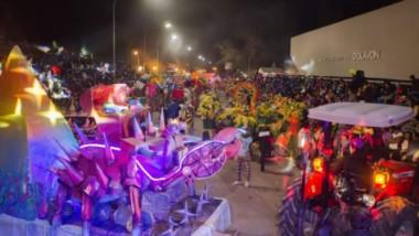El desfile de carrozas, comparsas, murgas en el corsódromo de Dolavon.