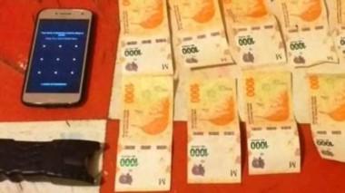 Dinero en efectivo y tres tarjetas SIM de telefonía celular fueron secuestrados en  un allanamiento.