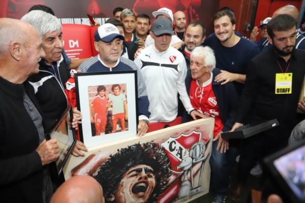 Maradona supo decir que cuando era chico iba a ver a Independiente para ver a Bochini, su ídolo.