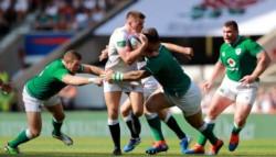 Inglaterra venció a Irlanda y se metió en la pelea por el título.