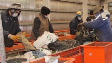 Trabajo verde. En Trelew y Puerto Madryn hay dos cooperativas que trabajan en la separación de los residuos que llegan al GIRSU para poder reciclarlos.