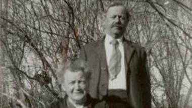Randall Phillips, primer jefe comunal, junto a Mara, su esposa.