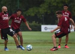 Martínez Quarta comenzó a trabajar con pelota y a intensificar movimientos en el entrenamiento de esta mañana en Ezeiza.