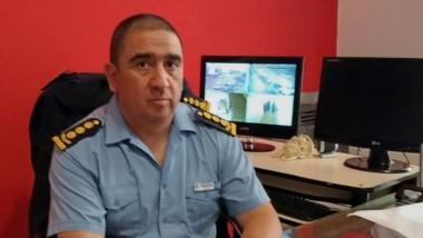 El nuevo jefe de la Unidad Regional de Comodoro Rivadavia, comisario general Fabio Catalán, en su despacho.