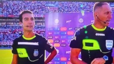Savorani posa junto a Néstor Pitana, árbitro de River-Central Córdoba.