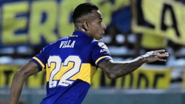 Con goles de Sebastián Villa y Cárlos Tévez, superó a Talleres por 2 a 1 y sigue a tres puntos del Millonario.